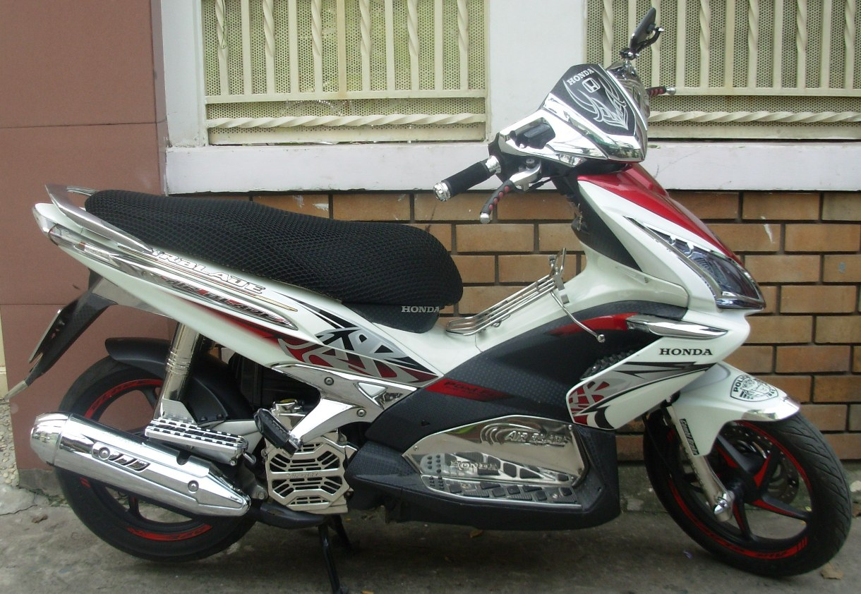 Honda AirBlade 110cc Automatic Scooter - VND1,300,000/month (US$60) for long-term rental